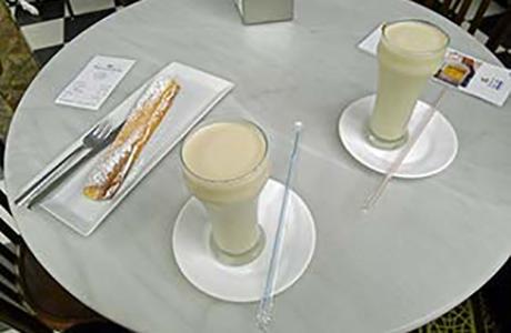 valencia-horchateria-de-santa-catalina-tabletop-w-pastry-2-glasses-horchata-325-p1050633