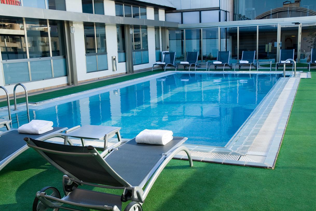 Hotel piscina love valencia for Hoteles familiares con piscina