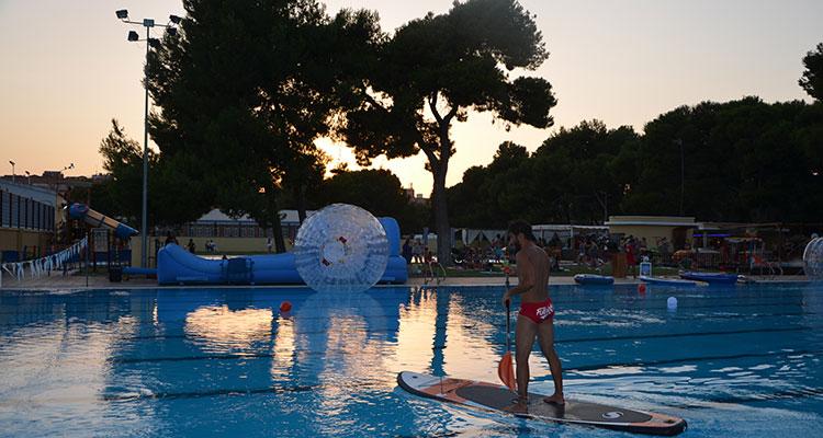 Piscinas nocturnas en valencia 2017 love valencia for Hoteles en valencia con piscina