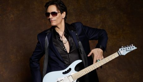 Steve_Vai_BlueSuit_041