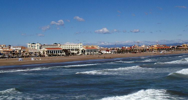 Resultado de imagen de playa las arenas valencia