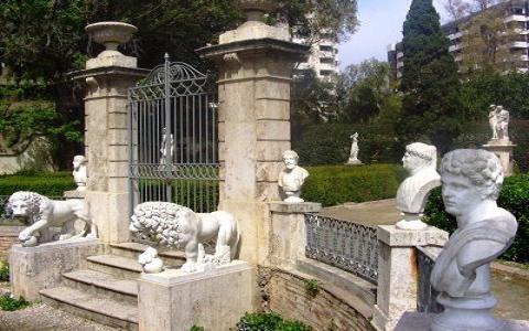 Jardines De Monforte Love Valencia - Estatuas-de-jardin