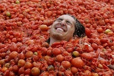 La Tomatina, Tomatina di Buñol, come vestirsi alla Tomatina,
