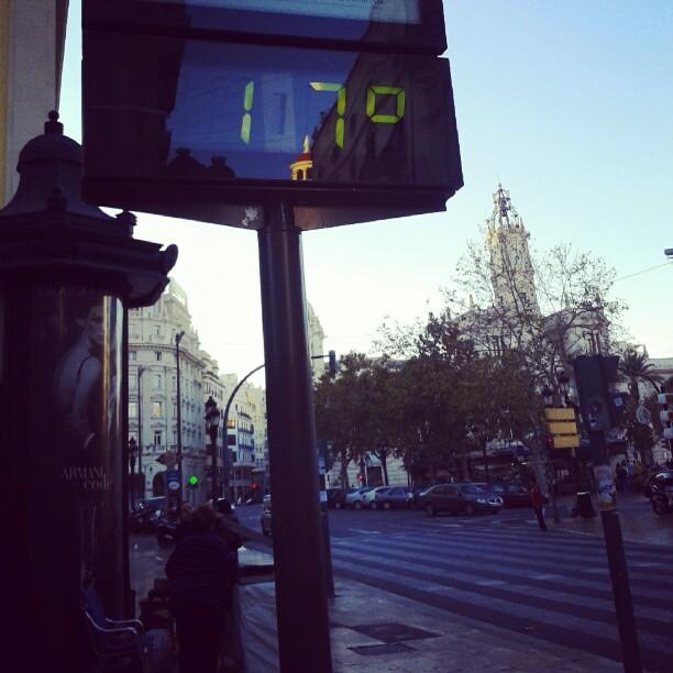 Valencia, Plaza del Ayuntamiento. 23 de Diciembre: 1640 horas-17  grados. Feliz Navidad