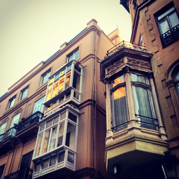 #lovevalencia  #valencia #arquitectura #edificio #ventanas Torre reflejada