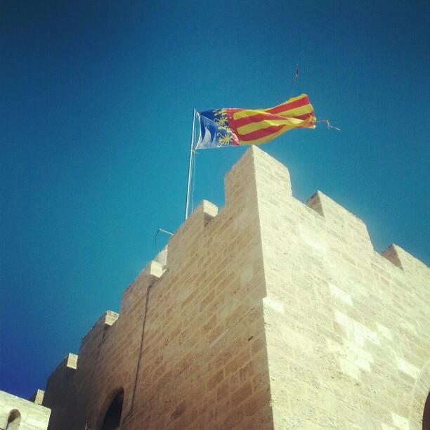 Valencian flag at the top of the Torres de Serrano #torresdeserrano #valencia #lovevalencia #flag #spain #españa
