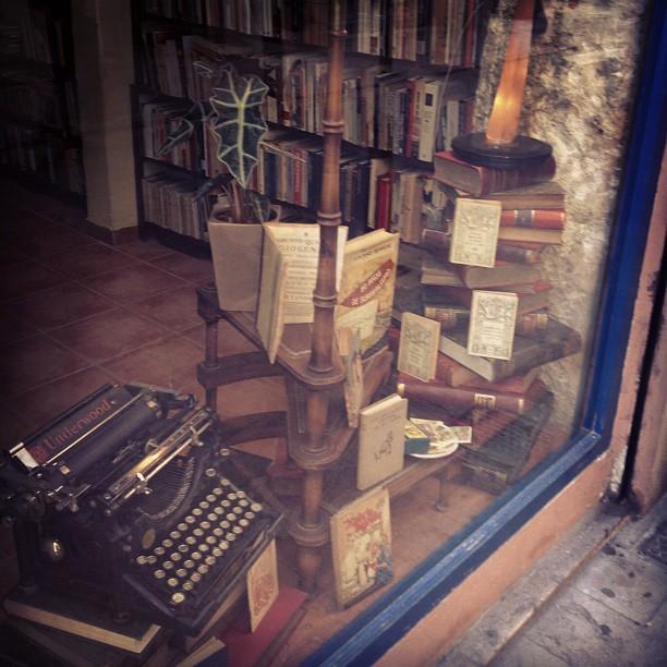 Vintage books ???? #loveValencia
