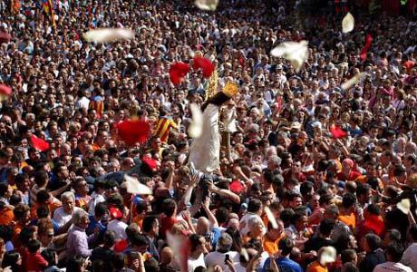 Miles de personas se reúnen en Valencia el día de la Virgen de los Desamparados
