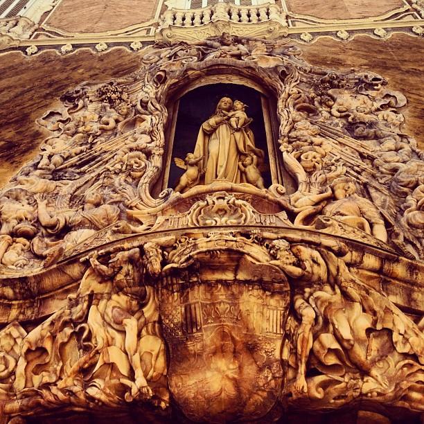 Feliz martes a tod@s, fachada en alabastro del palacio del marqués de dos aguas en homenaje a la lluvia que ha caído. ?????
