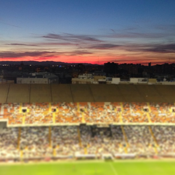 Arde Mestalla #sinfiltros #mestalla #valenciacf #landscape #sunset #valencia #lovevalencia #fútbol #atardecer #redsky