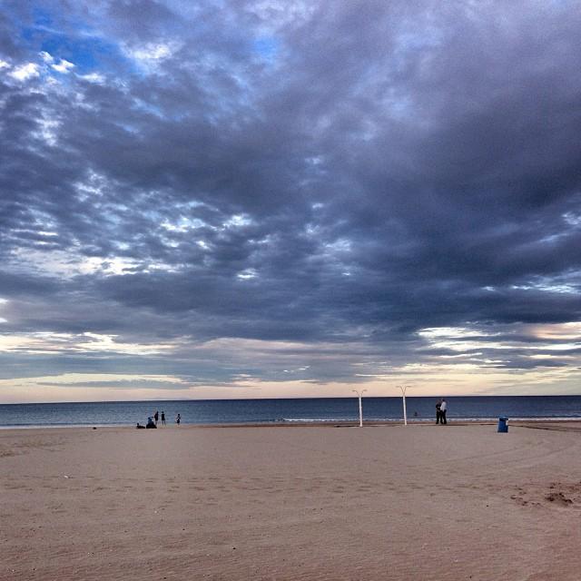 Vesprada de tardor #valencia #lovevalencia #sea #clouds #mediterranean #beach