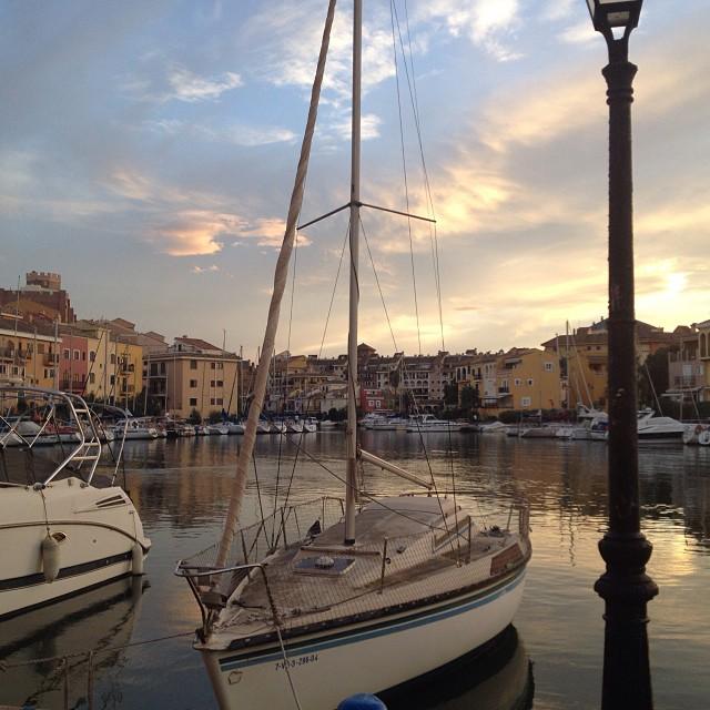 Lugares en los que te sientes en otro mundo. ?? #portsaplaya #boats #valencia #igersvalencia #sea #mar #love #lovevalencia