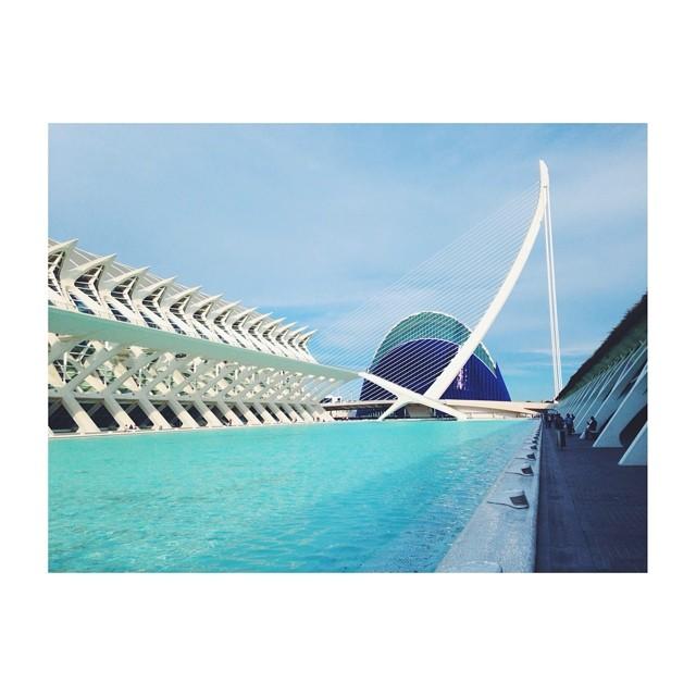 Passeggiate pomeridiane... #latergram #love #lovevalencia #valencia #spain #España #calatrava #blue #white #wonderful #architecture
