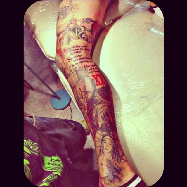 #LaGranBatalla #UnPobleUnSentiment #ylosabes #ValenciaPower #lovevalencia #quecollons_amoralanostraterra #amunt #tattoo #ENTRECUATROPAREDES_TATTOO #maikrayostyle me encanta esta pierna!! Aveces pienso.. Normal que no me tatue. Si sq todos los tattoos que hago son como si me los hiciese a mi mismo. #meabsorveislasideas #lol #HijosdePutaaaaaaaaaaaaaa