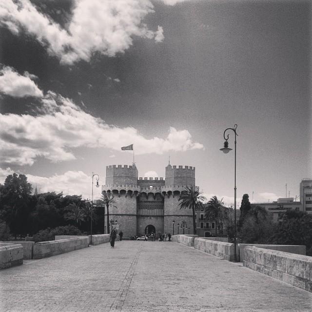 A la luna de Valencia #valencia #lovevalencia #blackandwhite #flag #spain #españa #wu_spain #withyou #tower #TorresdeSerrano #gate #bridge #history #picoftheday #global_hotshots #misnubarrones #sky #postal #igers #tagforlikes #ig_captures_creative #worldingram #mustsee #wish2travel #ig_spain