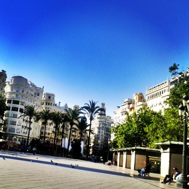 #Valencia #valenciaenamora #valenciagram #igersvalencia #valenciagrafias #building #architecture #art #street #places #city #ig_europe #ig_spain #igworldclub #estaes_europa #estaes_espania #estaes_valencia #lovevalencia #golpedsuerte #sky #skyline #fotomovil_es #worldwide_shot #wu_spain #turisbrand #ig_valencia #urban