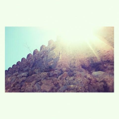 Amurallarte el corazón con cada piedra del camino para que solo pase el sol #off #stones #sun #sunshine #skyline #sky #wall #instalike #architecture #antique #instaplaces #turisbrand #igersvalencia #ig_valencia #roman #art #igersworldclub #igsnapshots #perspective #perfectshot #valenciagrafias #estaes_valencia #estaes_espania #lovevalencia #worldwide_shot #fotomovil_es #10likes