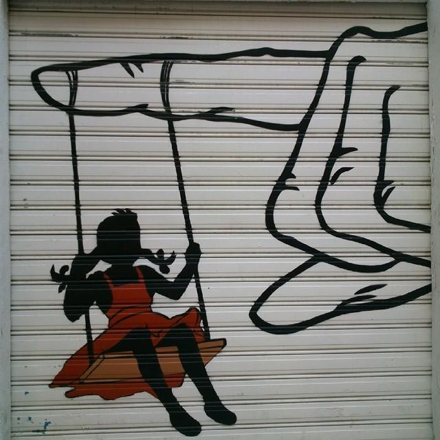El columpio. #valenciastreet #valenciacity #valencia #valenciaenamora #valenciagram #valenciagrafias #lovevalencia #España #Spain #swing #sinfiltro #instapic #picoftheday