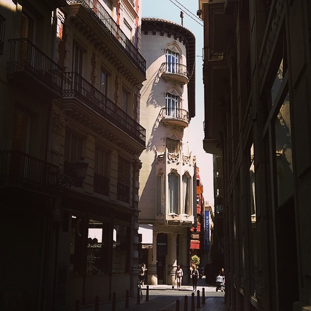 #mussol78 #valencia #valència #valenciacity #valenciagram #valenciaenamora #centrehistòric #estaes_valencia #estaes_españa #estaes_universal #estaes_todo #ig_valencia #fotomovil_es #comunitatvalenciana #building #calle #street #insta_international #inst_international