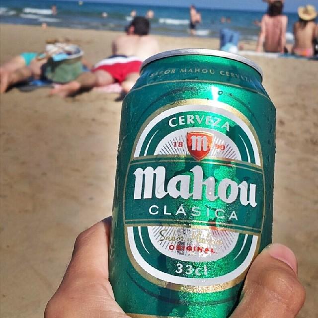 Non c'è niente migliore... #birra #beer #mahou #cerveza #beach #spiaggia #skyline #sky #sand #summer #landscape #relax #people #sea #mediterranean #estaes_valencia #lovevalencia #valenciaenamora #valenciagrafias #instalike #instaplaces #perfect #photoart #art #igersvalencia #igersworldclub #igsnapshots #perfectshot #10likes