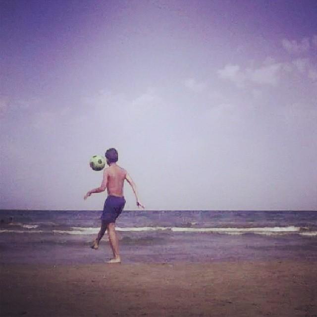 #playa #playadelapatacona #lapatacona #lapatacona #mar #mediterraneo #levante #valenciagram #fotomovil_es #futbol