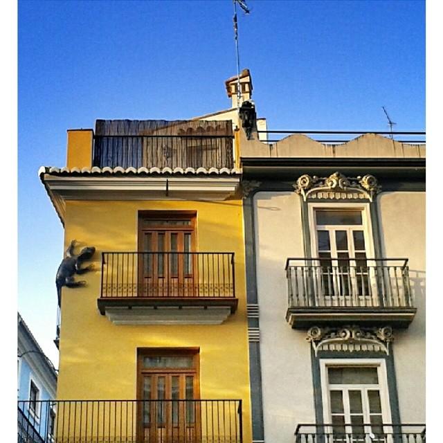 #fachadas #building #architecture #art #street #places #city #valencia #valenciaenamora #valenciagram #igersvalencia #valenciagrafias #ig_europe #ig_spain #ig_valencia #ig_worldclub #estaes_europa #estaes_espania #estaes_valencia #lovevalencia #golpedsuerte #skyline #wu_spain #worldwide_shot #fotomovil_es #viewerspain #sky #turisbrand