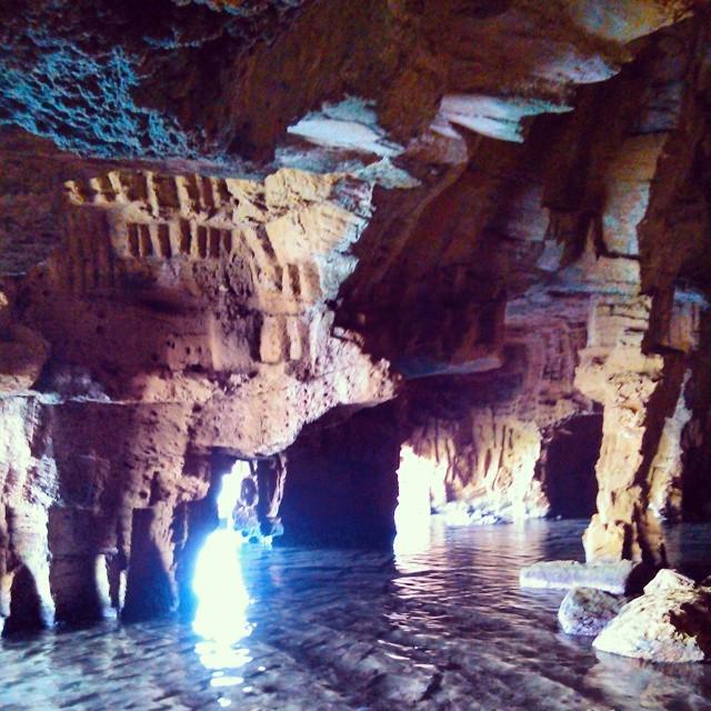 En la cueva cortada... Pedazo de paisaje (se puede bañarse en el agua que forma una piscina natural) #lovevalencia #cuevacortada #piscinanatural