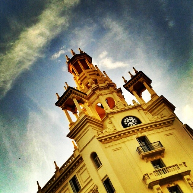 #Valencia #valenciagram #igersvalencia #valenciaenamora #valenciagrafias #building #architecture #art #street #places #city #ig_europe #ig_spain #igworldclub #estaes_europa #estaes_espania #estaes_valencia #lovevalencia #golpedsuerte #sky #clouds #cloudporn #skyline #wu_spain #worldwide_shot #fotomovil_es #turisbrand #citygrafias