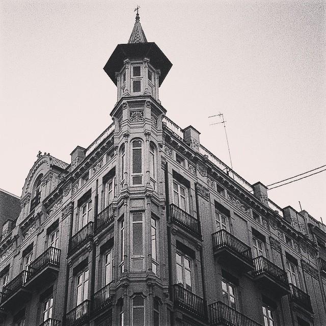 #mussol78 #calle de la paz #valència #valenciagram #valenciaenamora #valenciacity #lovevalencia #loves_valencia #estaes_valencia #estaes_espania #instagood #instamessage #instagramers #insta_international #placeofworld #ig_europe #followback #fotomovil_es #blancoynegro #blackandwhite #bnwgallery #bnwcaptures