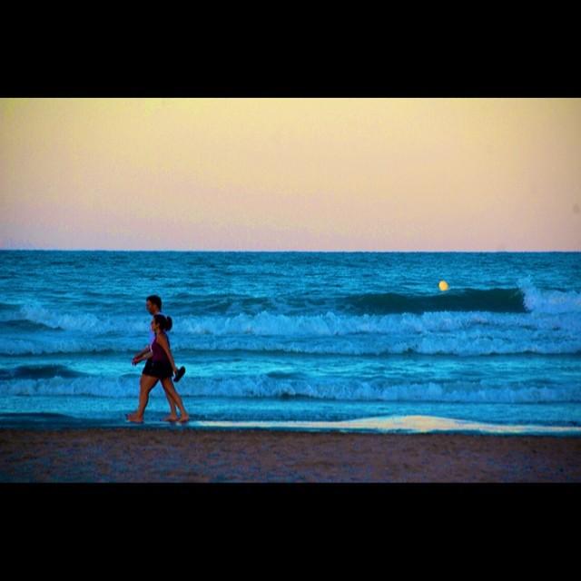 El mar cada vez más cercano. #valenciagram #enfocae #estaes_de_todo #instagrafias #ig_valencia #igerscomunitat #lovevalencia #fotomovil_es #turisbrand #coloresdelverano