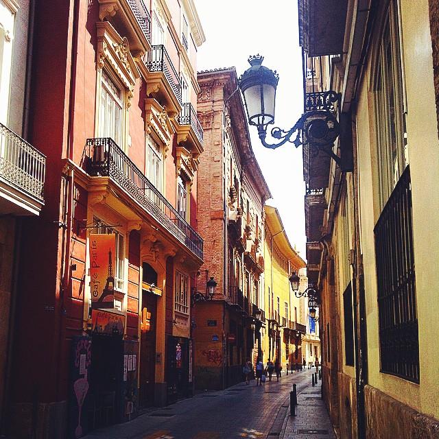 #mussol78 #calle #caballeros #valència #valenciacity #valenciagram #valenciaenamora #lovevalencia #loves_valencia #estaes_valencia #estaes_espania #placeofworld #instagood #instapics #instamessage #insta_colourfull #insta_international #ig_europe #iphonepics #followback