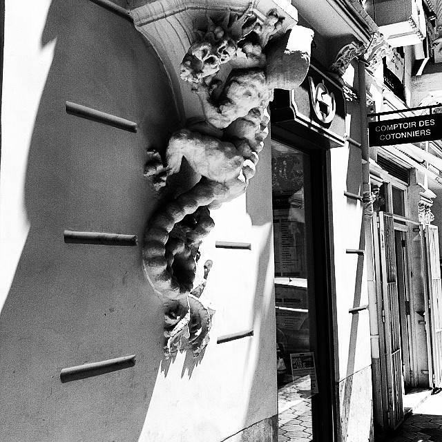 #mussol78 #casa del #drac #valència #valenciacity #valenciagram #valenciaenamora #lovevalencia #loves_valencia #estaes_valencia #estaes_espania #instagood #instapics #instamessage #insta_international #placeofworld #ig_europe #ig_valencia #ig_architecture #iphonepics #followback #bnw #bnwlife #bnwgallery #bnwhisperers