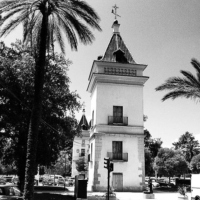 #mussol78 #torres de la #alameda #valència #valenciagram #valenciaenamora #valenciagrafias #lovevalencia #loves_valencia #estaes_valencia #estaes_espania #instagood #instapics #instagramers #instamessage #international_gram #insta_international #placeofworld #ig_europe #igvalencia #igersarchitecture #iphonepics #followback #bnwgallery #bnw_captures #blancoynegro #blackandwhite