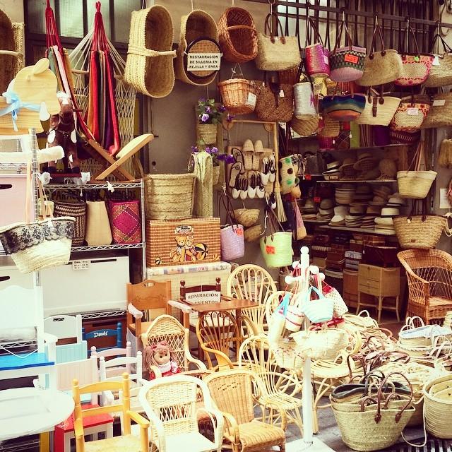 Carrer de les cistelles #vlc #valencia #lovevalencia #callejeando #artesania