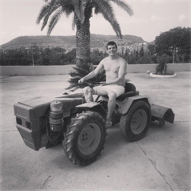 #valencia #lovevalencia #spain #granjerobuscaesposa #tractor #instagood