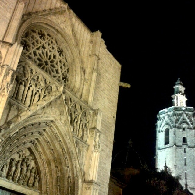 #Valencia at #night #valenciaenamora #valenciagram #lovevalencia #loves_valencia #loves_spain #ig_europe #ig_spain #ig_valencia #ig_worldclub #estaes_europa #estaes_espania #estaes_valencia #instalife_shot #wu_spain #monumentalspain #visitspain #visitvalencia
