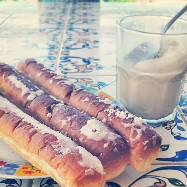 """Merenda tipica del state a Valencia (Spagna). """"Orxata y fartons"""" @colazioneitaliana #merendaitaliana #merenda #valencia #orxata #sweet #summer #instalike #instafood #food #drink #ig_valencia #loves_valencia #lovevalencia #ig_italia #igersvalencia #ig_spain #10likes"""
