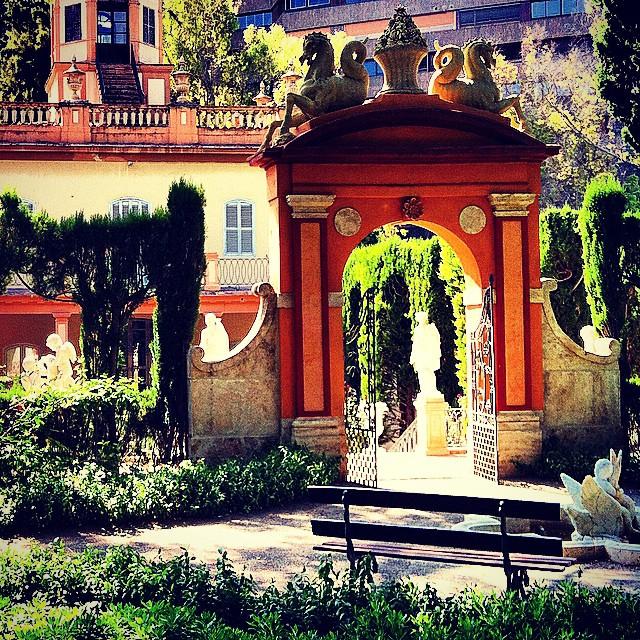 #mussol78 #jardin #de #monforte #valència #valenciacity #valenciagram #valenciaenamora #lovevalencia #loves_valencia #estaes_valencia #estaes_espania #placeofworld #instagood #instapics #instamessage #insta_colourfull #insta_international #ig_europe #garden #neoclasico #iphonepics #followback