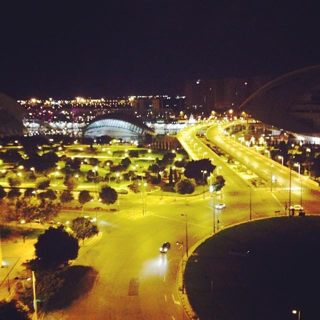Valencia por la noche#sinpalabras#lovevalencia#verano#barcelohotel#view#ciudaddelaciencia#fiesta#
