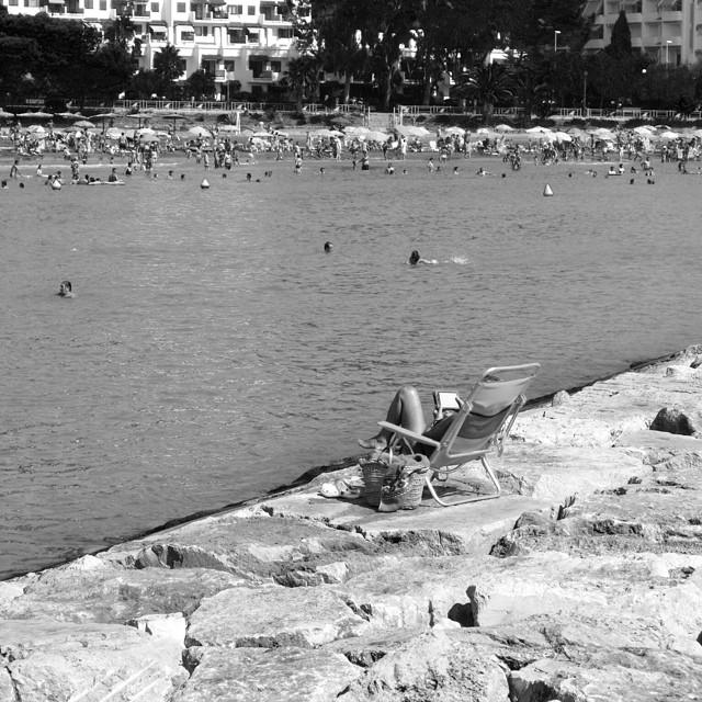 Las fotografías en blanco y negro tienen algo difícil de describir, una peculiaridad que las dota de un atractivo muy especial.#valencia #visitspain #valenciagram #valenciaenamora #valenciagrafías #valenciaterraimar #verano_igersspain #enfocae #estaes_de_todo #epmomentosdefelicidad #lovevalencia #likesphotogram #loves_valencia #larecomendaciondeldia #gf_spain #gramcanvas #gf_spain_mowo2014 #ig_valencia #instagrafias #igerscomunitat #alicantegram #fotomovil_es #yovoyamowo ##shootermag #siluetasgrafias #snappybook_verano #somosinstagramers #