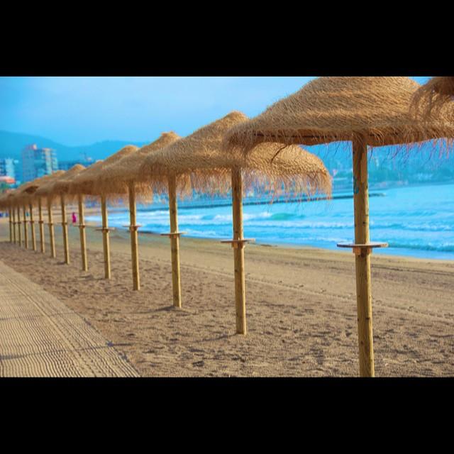 Decir mucho con pocas palabras es un arte.Bajo la eterna sombrilla.........el mar.#alicantegram #coloresdelverano #enfocae #estaes_de_todo #epmomentosdefelicidad #fotomovil_es #gf_spain #gramcanvas #gf_spain_mowo2014 #ig_valencia #instagrafias #igerscomunitat #likesphotogram #lovevalencia #loves_valencia #larecomendaciondeldia #masclaroelagua #mowografias #visitspain #valenciagram #valencia #valenciaenamora #shootermag #siluetasgrafias #snappybook_verano #somosinstagramers #turisbrand #torrevieja2014