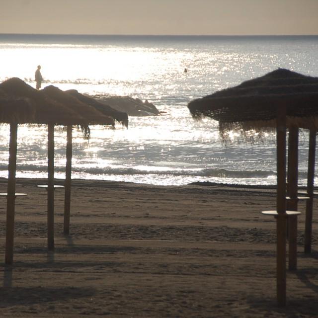 El principio del día cuando hay nadie nada más que un pescador evitando jajajajaj#alicantegram #coloresdelverano #enfocae #estaes_de_todo ##e#fotomovil_es #gf_spain #gramcanvas #gf_spain_mowo2014 #g#valencia #visitspain #valenciagram #valenciaenamora #valenciagrafías #valenciaterraimar #verano_igersspain #ig_valencia #instagrafias #igerscomunitat #mowografias #movilgrafiadeldia #mowocostablanca #lovevalencia #likesphotogram #loves_valencia #larecomendaciondeldia