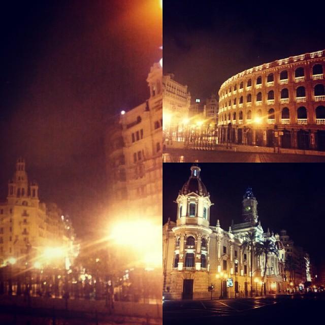 #InstaSize #valencia #estación #Renfe #plazadetorros #ayuntamiento #noche #luz #lovevalencia