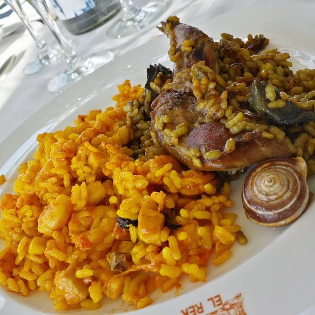 #Arroceando en el @RteElRek dúo de arroces: del senyoret y de pollo y conejo con alcachofas y caracoles #culturagastronomica #Valencia #lovevalencia #unaagendaconestilo #tradicion #sabor #origen