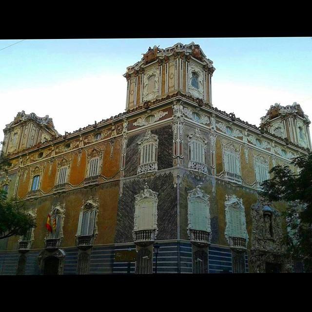 Es imposible pasar y no quedarse mirándola.... #marquesdedosaguas #Fachada  #valencia #loves_valencia #architectureporn #estaes_valencia #estaes_espania #ptk_architecture #arquitectura #architecture #architectureporn #valenciagram #valenciagrafias #movilgrafias #instantes_fotograficos #instalife_shot #ig_valencia #igersvalencia  #theworld_thru_youreyes #wonderful_places #ig_global_life #loves_architecture #ig_global_life #splash_oftheworld #archilovers #splashsquare