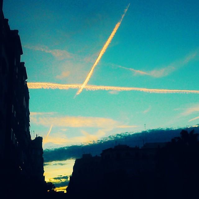 #vscom #valenciagram #valencia #instavalencia #igersvalencia #igerspain #ilovevalencia #instasky #sky #skyporn #picoftheday #postcardsfromtheworld #inspiring_photographers11 #toprankrepost #lovevalencia #españa #buonsabato