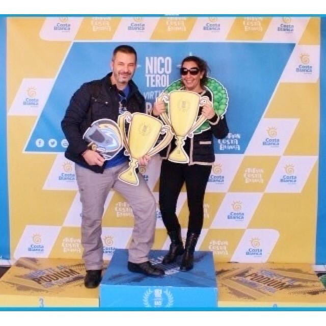 Nosotros también hicimos podium!!! Buenos días!!! #risas #happy #vacances #valencia #minivacances #cheste #circuitdecheste #lovevalencia #motogp #moteros #motera
