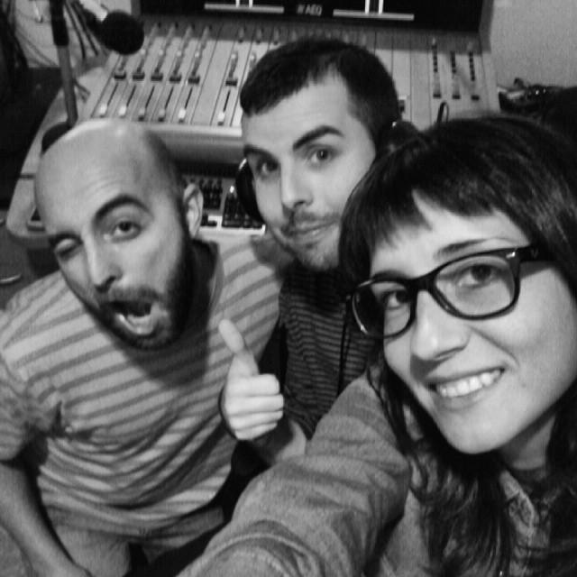 Y lo hemos petado!!! Todos los jueves de 20 a 22h en la 106.1 #latontulia Gracias a todos/as!!!! #radio #friends #work #program #valencia #igersvalencia #valenciagrafias #valenciagram #ig_valencia_bw #loves_valencia #lovevalencia 10likes