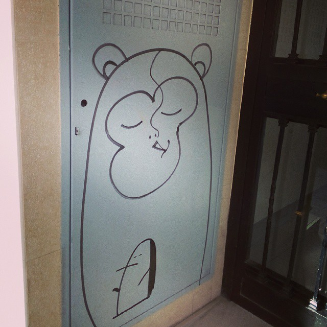 Doorway doodle #art#graffiti #valencia #benimaclet #ilovebeni #lovevalencia #mono #pinguino #penguin #porro