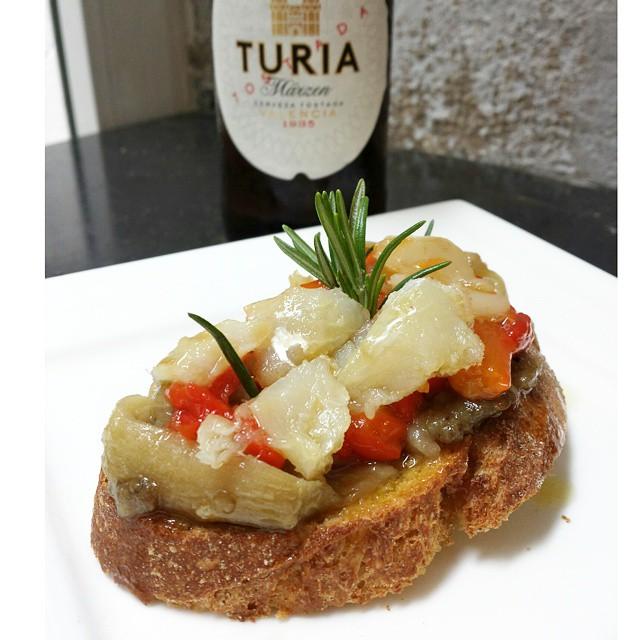 Esgarraet con una @cervezaturia y @gourmetvlc en @foodandfunvlc #foodandfun #gastroTuria #cocinarconamigosesmasdivertido #ArrocesMarinerosFoodAndFun #cursosdecocina #Valencia #lovevalencia #unaagendaconestilo #cocinar #recetas #cooking #friends #CookingCommunity #CocinaDeAutor